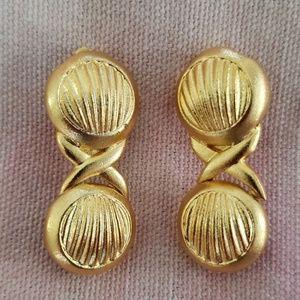 Vintage Seashell Clip On Earrings (gold tone)